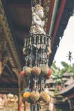 Accesorio del hinduism del budismo en un templo del balinese Isla de Bali, Indonesia Imagen de archivo