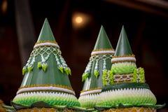 Accesorio tailandés de la boda para la ceremonia de boda cultural, silla de lujo para la novia y el novio, bandeja de oro con el  Imagen de archivo