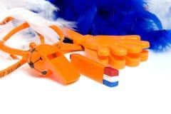 Accesorios anaranjados para el juego de fútbol holandés Imagenes de archivo