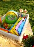Accesorios brillantes de la comida campestre del verano del color Fotografía de archivo