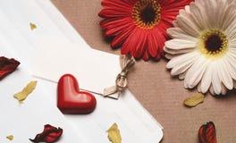 Accesorios brillantes hermosos para el día del ` s de la tarjeta del día de San Valentín Fotografía de archivo libre de regalías