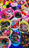 Accesorios coloridos del pelo en venta fotos de archivo libres de regalías