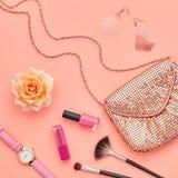 Accesorios cosméticos del maquillaje de la moda esencial Imagen de archivo