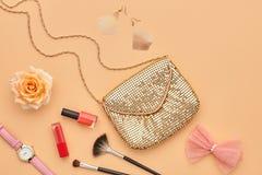 Accesorios cosméticos del maquillaje de la moda esencial Fotos de archivo libres de regalías
