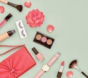 Accesorios cosméticos del maquillaje de la moda esencial Fotografía de archivo