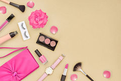 Accesorios cosméticos del maquillaje de la moda esencial Foto de archivo libre de regalías