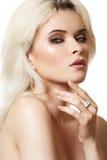 Accesorios, cosméticos y maquillaje. Modelo hermoso Fotografía de archivo