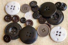 Accesorios de costura Botones de diversos tamaños Imagen de archivo