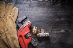 Accesorios de fontanería de la llave ajustable protectores Imagen de archivo