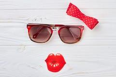 Accesorios de la belleza del color rojo de las mujeres Imagenes de archivo