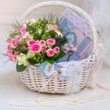 Accesorios de la boda para la mañana de la novia en rosa Weddi Imagen de archivo