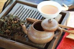 Accesorios de la ceremonia de té del chino tradicional Imágenes de archivo libres de regalías