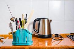 Accesorios de la cocina, caldera, fondo de la cocina Fotos de archivo