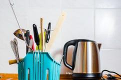 Accesorios de la cocina, caldera, fondo de la cocina Fotografía de archivo libre de regalías