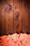 Accesorios de la cocina en superficie de madera Fondo del alimento Imágenes de archivo libres de regalías