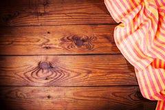 Accesorios de la cocina en superficie de madera Fondo del alimento Espacio para el texto Imagen de archivo libre de regalías