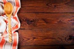 Accesorios de la cocina en superficie de madera Fondo del alimento Espacio para el texto Fotos de archivo libres de regalías