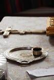 Accesorios de la iglesia en altar Fotografía de archivo libre de regalías