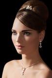 Accesorios de la joyería. Modelo con el collar de diamante imagen de archivo libre de regalías