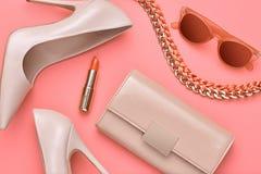 Accesorios de la mujer del diseño de la moda fijados mínimo Arte Fotografía de archivo libre de regalías