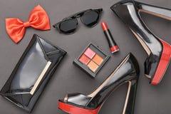 Accesorios de la mujer del diseño de la moda fijados Maquillaje del encanto Imagen de archivo libre de regalías