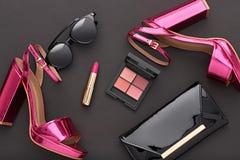 Accesorios de la mujer del diseño de la moda fijados Maquillaje del encanto Foto de archivo