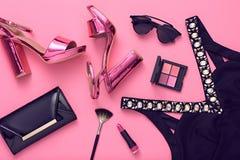 Accesorios de la mujer del diseño de la moda fijados Maquillaje del encanto Imágenes de archivo libres de regalías
