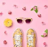 Accesorios de la mujer de la moda fijados Color en colores pastel rosado Imagenes de archivo