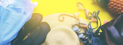 Accesorios de la mujer para varar concepto del día de fiesta de la estación Foto de archivo libre de regalías