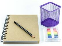 Accesorios de la oficina. Lápiz y cuaderno Foto de archivo libre de regalías