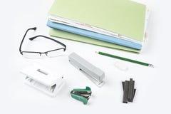 Accesorios de la oficina para el uso diario en escuela y hogar del trabajo del vendedor Foto de archivo libre de regalías