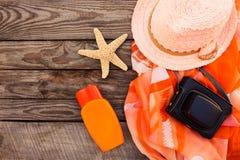 Accesorios de la playa de las mujeres del verano para su día de fiesta del mar Fotografía de archivo libre de regalías