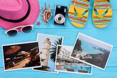 Accesorios de la playa de las mujeres sobre las fotos Imagen de archivo libre de regalías