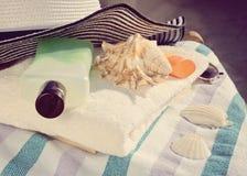 Accesorios de la playa del ` s de las mujeres del verano para el día de fiesta del mar Foto de archivo libre de regalías