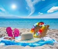 Accesorios de la playa en la arena Imagen de archivo libre de regalías