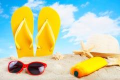 Accesorios de la playa en la playa Foto de archivo