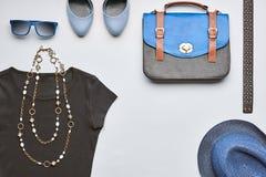 Accesorios de la ropa de la muchacha de la moda fijados Estilo del inconformista Imagen de archivo