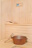 Accesorios de la sauna en el interior Foto de archivo