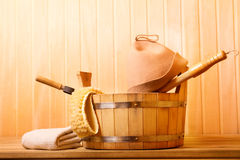 Accesorios de la sauna en una sauna de madera Imagen de archivo libre de regalías