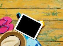 Accesorios de la tableta y de la playa Foto de archivo