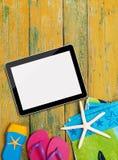 Accesorios de la tableta y de la playa Imagenes de archivo