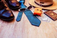 Accesorios de la visión superior para el viaje en la madera vieja Imagen de archivo libre de regalías