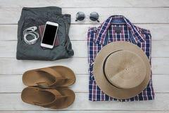 Accesorios de la visión superior a viajar con concepto de la ropa del hombre Fotografía de archivo libre de regalías