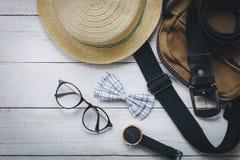 Accesorios de la visión superior a viajar con concepto de la ropa del hombre Foto de archivo