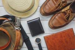 Accesorios de la visión superior a viajar con concepto de la ropa del hombre carpeta Imágenes de archivo libres de regalías