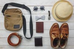 Accesorios de la visión superior a viajar con ropa del hombre Fotografía de archivo libre de regalías