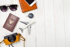 Accesorios de las vacaciones del Blogger del viaje en blanco Foto de archivo libre de regalías