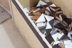 Accesorios de los muebles Fabricación de tableros que bordean en una fábrica de los muebles imagen de archivo libre de regalías