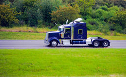Accesorios de lujo del cromo del aparejo del icono semi del fency de gama alta grande del camión Fotos de archivo libres de regalías