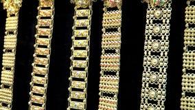 Accesorios de lujo del oro en estilo antiguo tailand?s con casarse a la mujer almacen de video